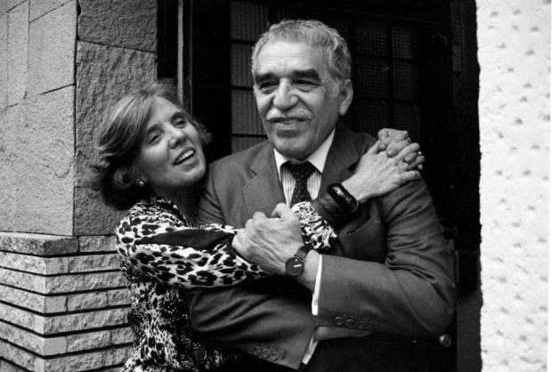 Gabriel García Márquez con la escritora mexicana, nacida en Francia, Elena Poniatowska, ganadora del Premio Cervantes 2013. FOTO: Reuters