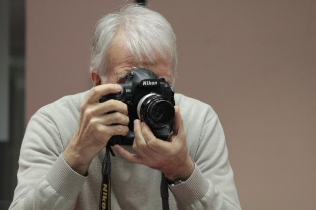 Fernando Múgica, en una clase de Fotoperiodismo | RAFAEL PABÓN